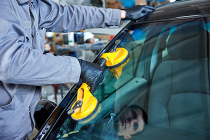 Auto Glass Repair and Windshield Replacement in Kelowna, British Columbia, Elite Auto Centre